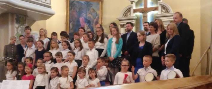 Dzieci śpiewały rodzicom